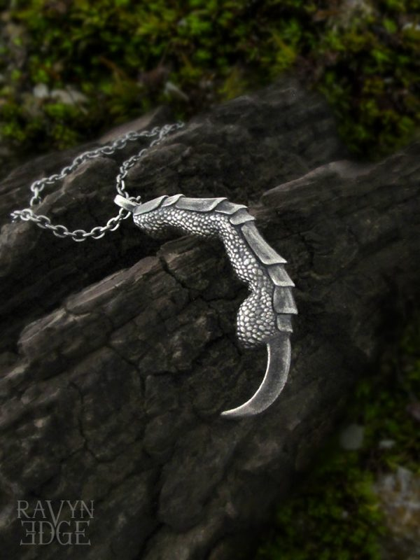 Single dragon claw necklace in sterling silver